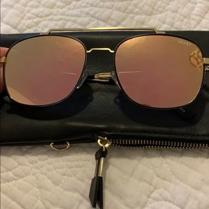 Pink reflective quay glasses